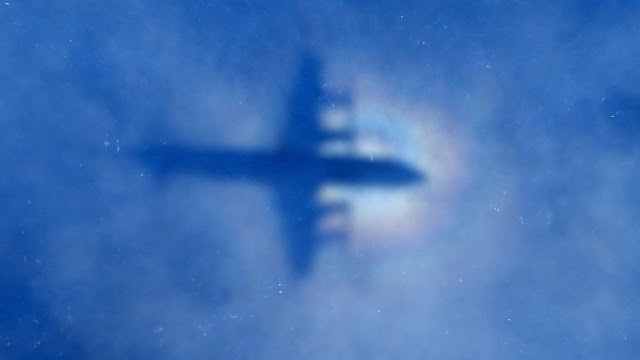 عاجل :مصر تعثر على حطام الطائرة المنكوبة و العثور على أول ضحيتين بمنطقة تحطم الطائرة المصرية