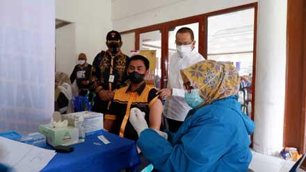 Darul Siska saat menggelar vaksinasi