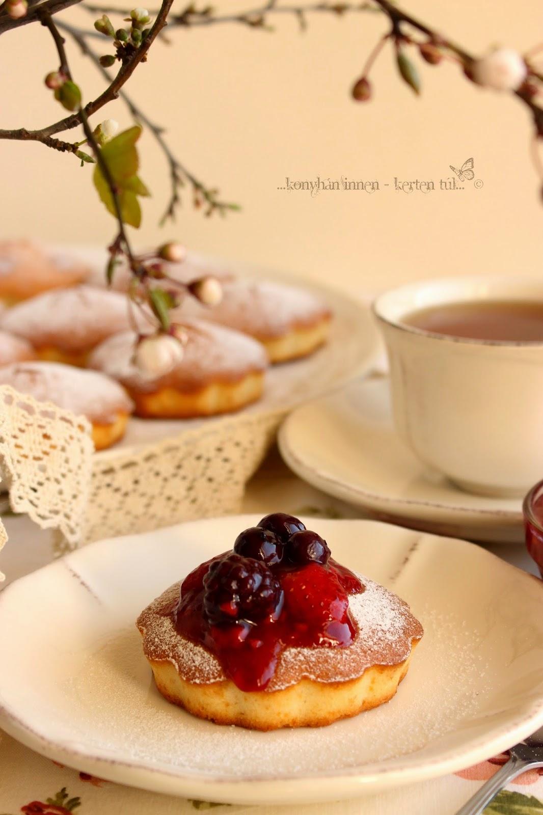 Erdei gyümölcsös-vaníliás tortácskák
