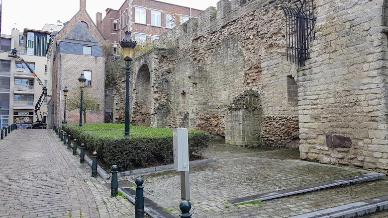 已經沒有在維護的古老城牆