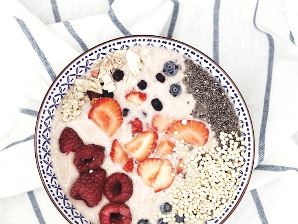 So geht's: Die perfekte Smoothie Bowl - in 3 Schritten zu einem schnellen, leckeren Frühstück