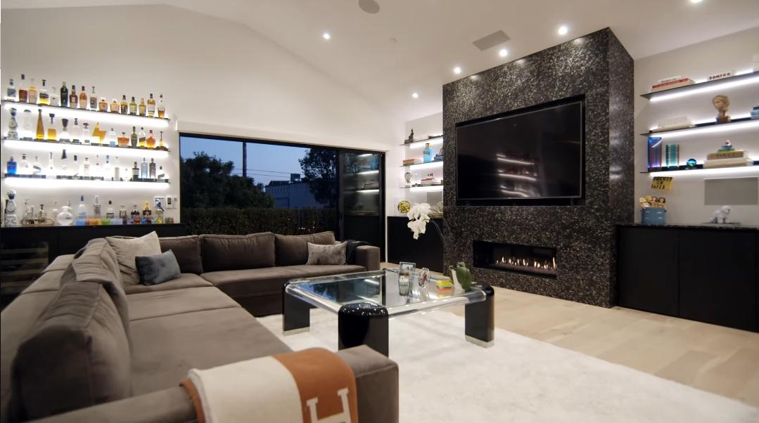 33 Interior Design Photos vs. 627 Sunset Ave, Venice, CA Luxury Home Tour