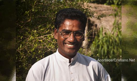 Sacerdote hindú se convierte al cristianismo