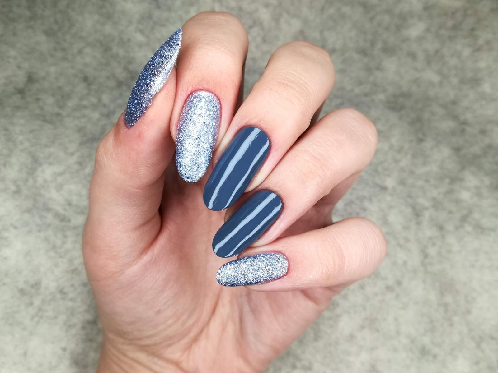 paznokcie szare z brokatem