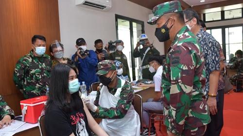 Pangdam I/BB Apresiasi Pelaksanaan Vaksinasi di SMA Sutomo I Medan