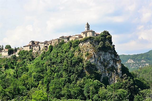 Castel Trosino: vista dal basso