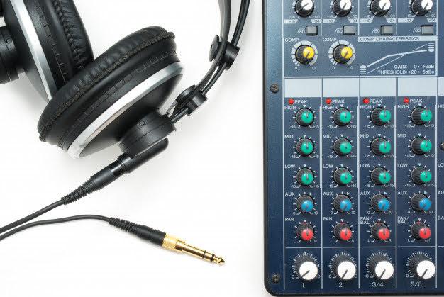 【攝影知識】搞懂各種音訊接頭,耳機、麥克風輸入輸出全搞定 - 6.3mm TRS 的設計常應用於大型耳機上