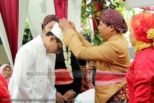 Adicara SESERAHAN pada Resepsi Pernikahan TIA ANGGRAINI dan RIFKY KURNIAWAN | Rias Pengantin oleh : DHITA Rias Pengantin Purwokerto | Foto oleh KLIKMG Fotografer Jakarta