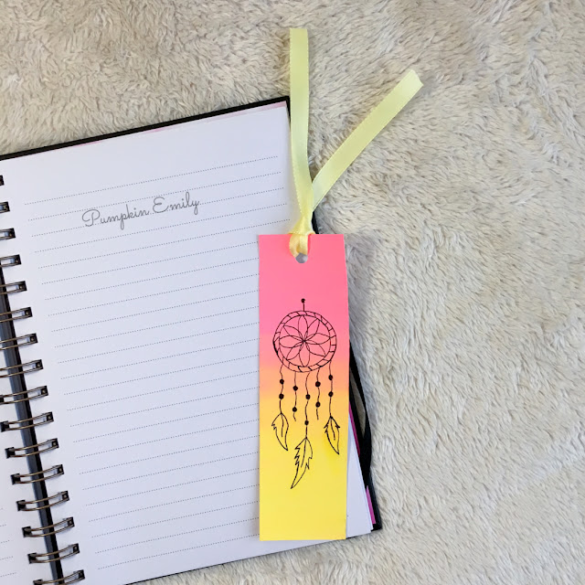 DIY Ombre Bookmark with a Dreamcatcher Doodle
