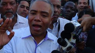Alcalde Francisco Fernández deposita instancia ante la Junta Municipal