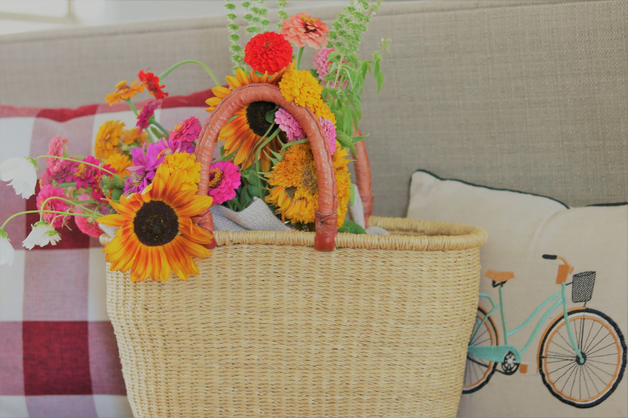 buffalo-check-red-french-basket-sunflowers-bouquet-decorating-athomewithjemma