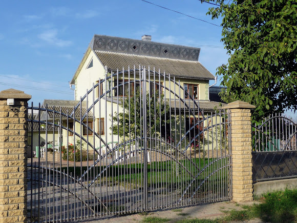 Лунка. Герцаївський район. Новий буковинський будинок