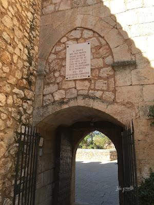 Puerta de acceso al castillo