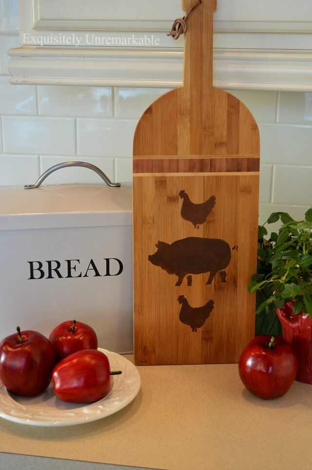 Farmhouse Cutting Board Makeover