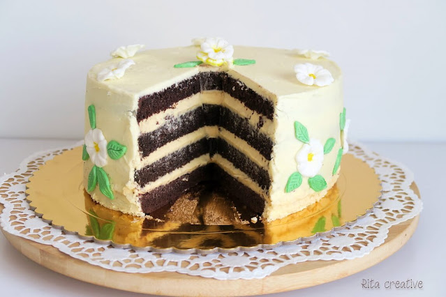 Czekoladowy tort z alkoholem.