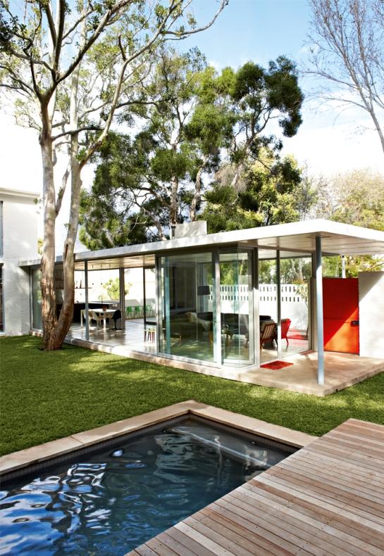 residencia de verano contemporánea con piscina
