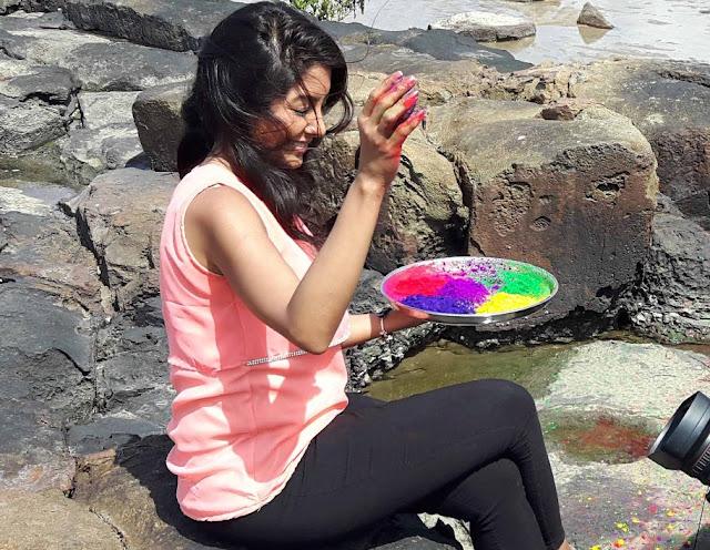 Simran Khanna celebrats Holi on the set of Zee TV show Sanyukt