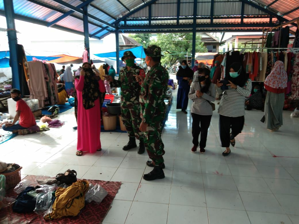 TNI bersama Polri sasar tempat keramaian untuk Penerapan Protokol Kesehatan