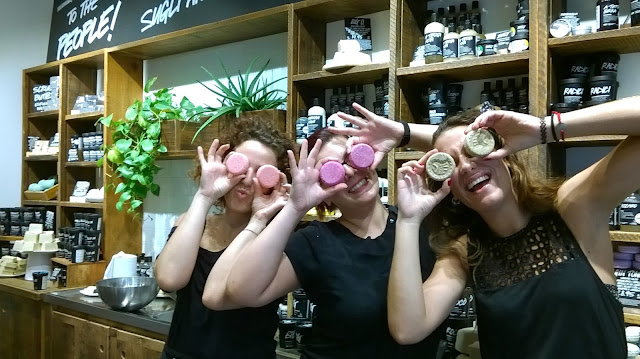 Throwback Tuesday, my first visit at Lush Naples store: the sales team