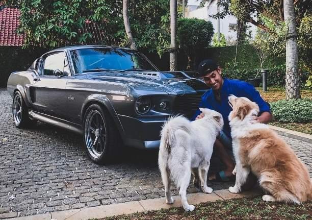 Sean Gelael dan Ford Mustang 1967