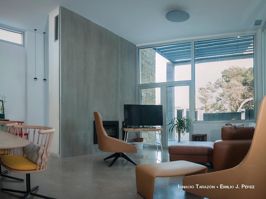 Salón minimalista de estilo industrial