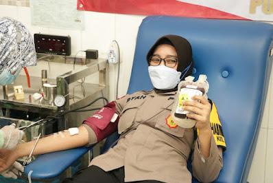 HUT Polwan Ke 73, Polwan Polres Ponorogo Gelar Donor Darah
