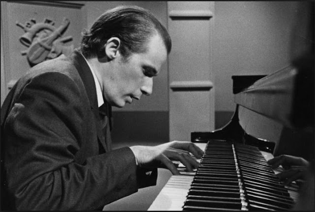Glenn Gould on piano The Canadian pianist