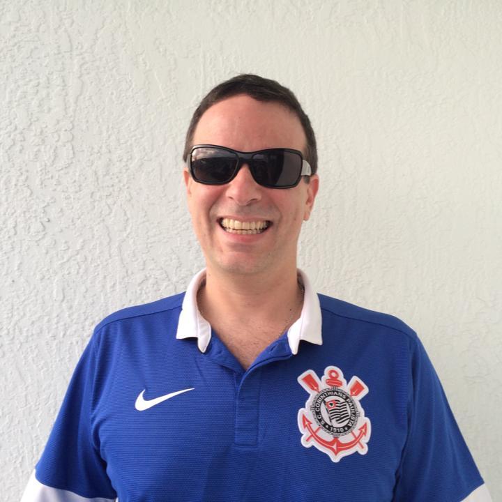 Roberto Carlos Segundo, mais conhecido por Dudu Braga (52), filho do cantor Roberto Carlos, morreu nesta quarta-feira (8), vitima de cancro do peritónio (membrana que envolve a parede abdominal) que teria há precisamente 1 ano.