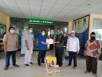 Satgas Covid-19 NU Bagi APD Untuk Tim Medis RSUD Provinsi NTB