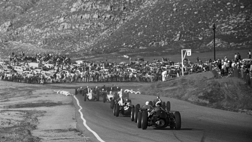 As montanhas onduladas da Califórnia forneceram um cenário épico para o circuito de Riverside