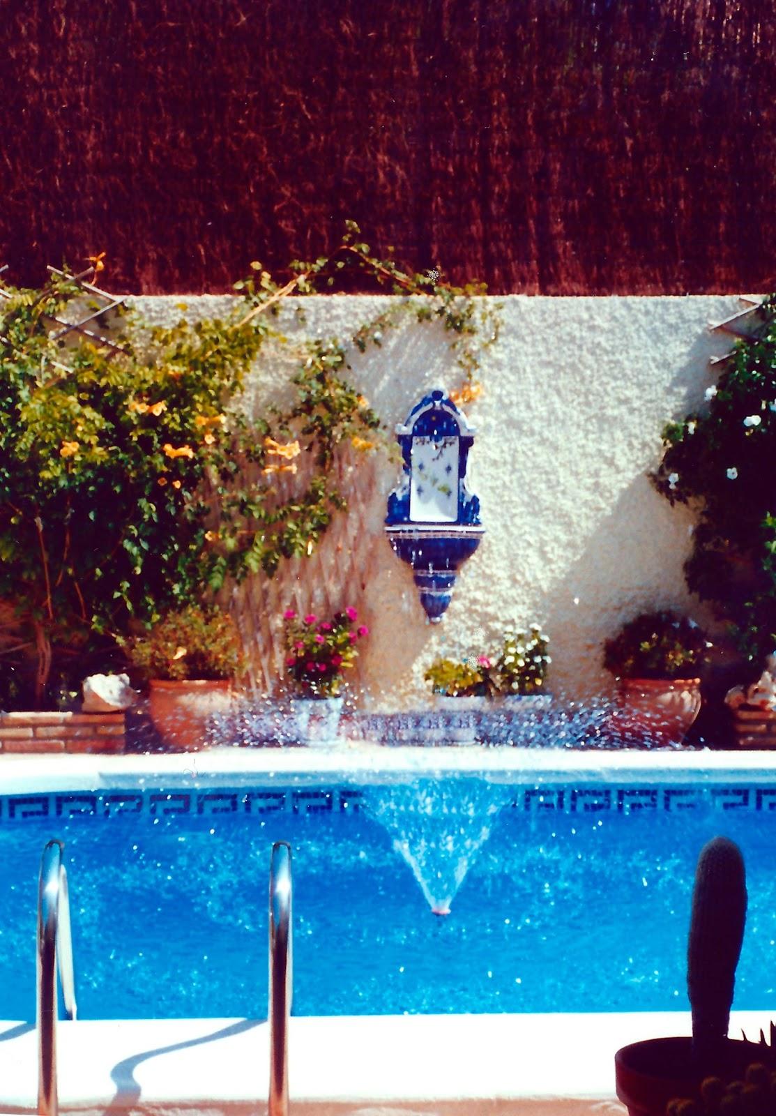 Fuentes para piscinas fuentes telesc picas agua decorativa - Fuentes para piscinas ...