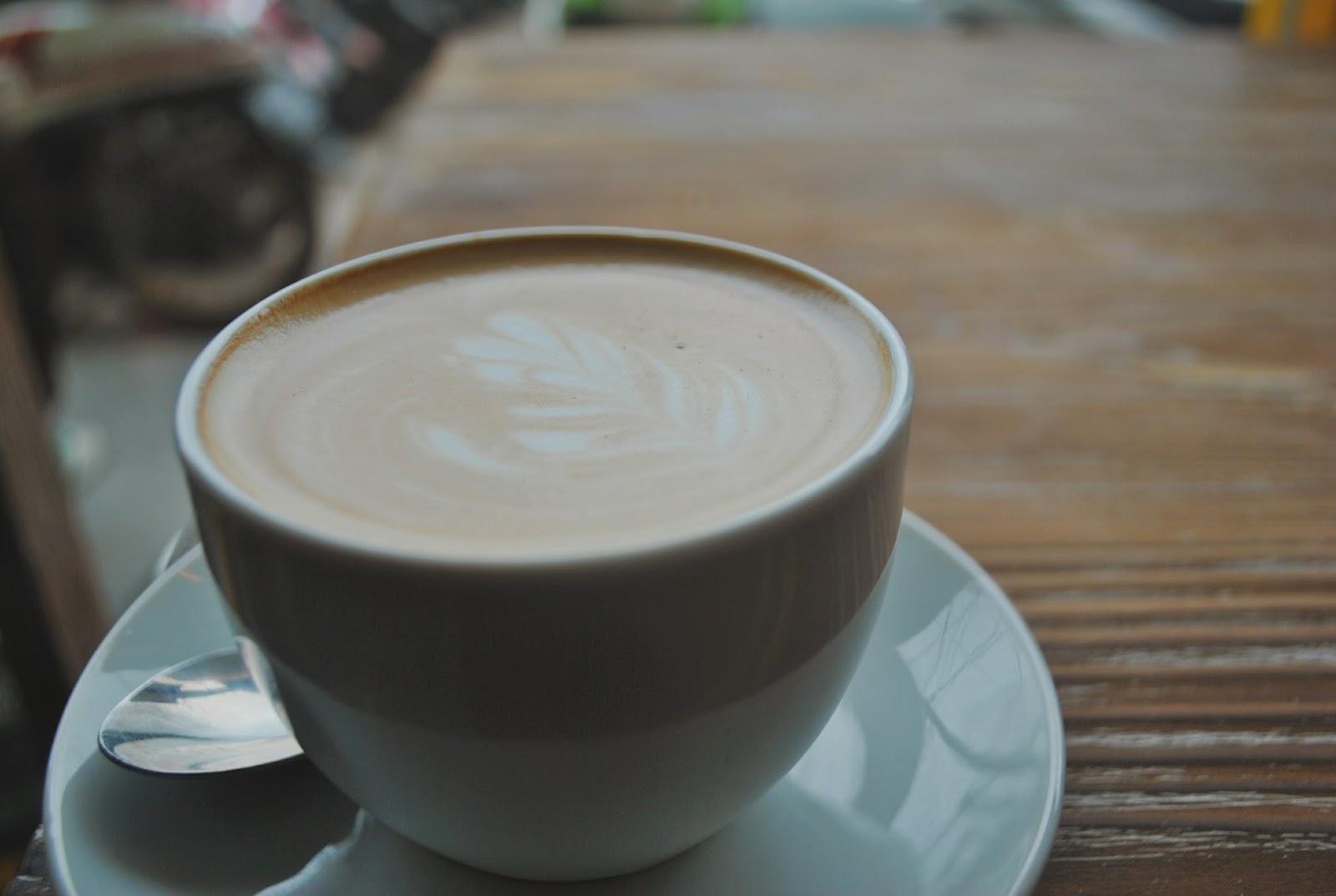 Yellow Truck Coffee - Depok : Nongki ala Mahasiswa - Flat White 3