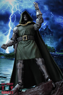 Marvel Legends Doctor Doom 02