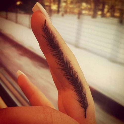 finger feather tattoo parmak tüy dövmesi