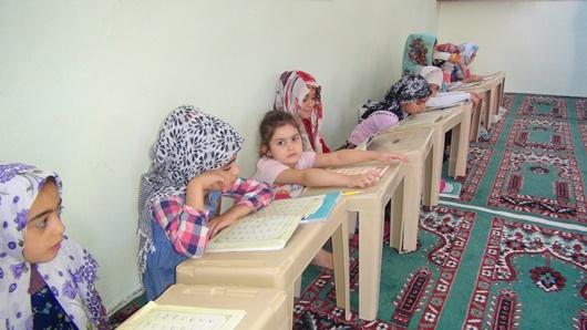 Çınar'da çocuklar camiden sonra spora gidiyor