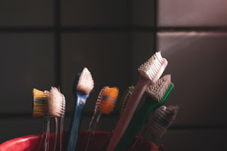 Penyebab sakit gigi - penggunaan alat menyikat gigi yang salah