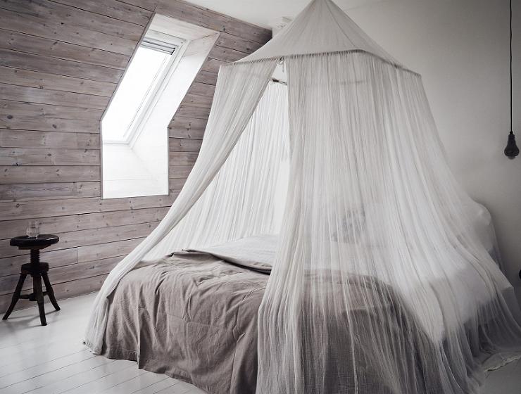C mo hacer un dosel para tu cama decoshabby - Cama con techo de tela ...