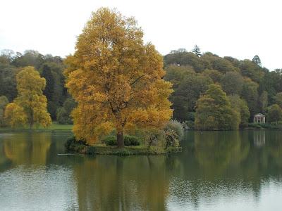 Stourhead garden Wiltshire Autumn colour Green Fingered Blog