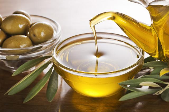 فوائد زيت الزيتون للوجه الجاف و الدهني و التجاعيد