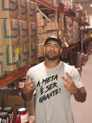 Daniel Cohen no depósito dos produtos
