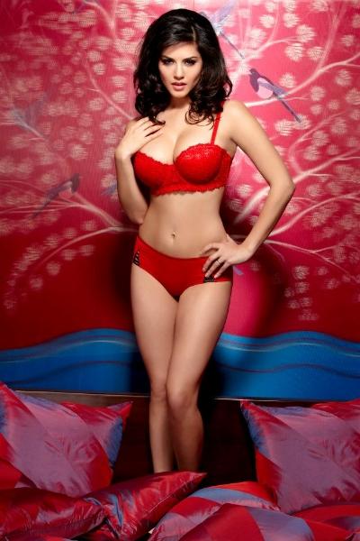 Sexy Sunny Leone's playful avatar