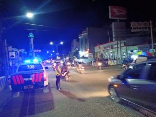 Cegah Pelanggaran dan Lakalantas, Unit Turjawali Satlantas Polres Bone Lakukan Blue Light Patrol