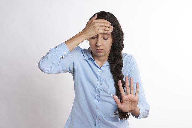 Dor de cabeça pode indicar problema na coluna