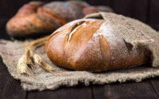 الخبز الحافي