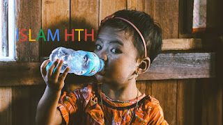 خرافة شرب 2 لتر من الماء أو 8 أكواب من الماء على الأقل يوميًا المنتشرة بين الناس