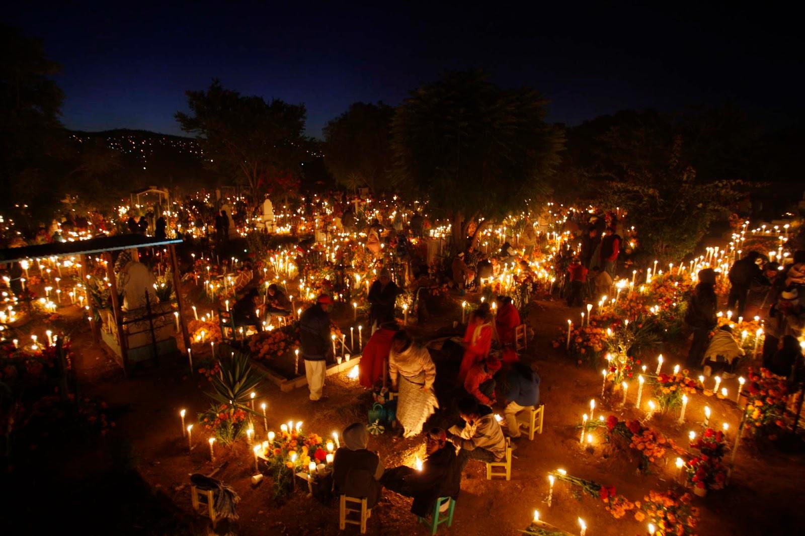 Cemitério em Pátzcuaro - http   agenciatzacapu.com 2017 10 dia-de-muertos -en-michoacan-tradicion-valor-y-compromiso  e2262d2bbf8