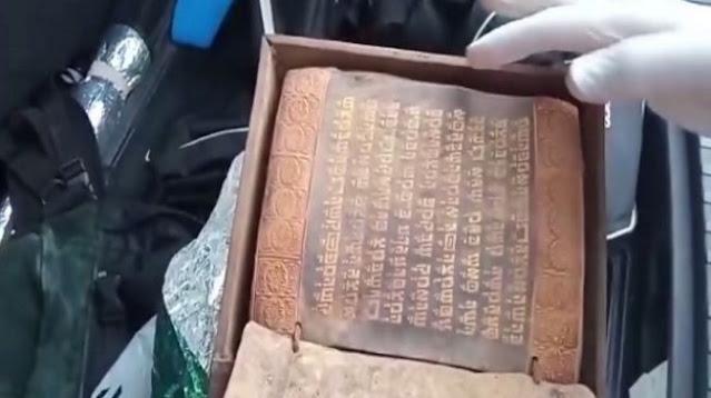 Turki Sita Kitab Suci Taurat Bertinta Emas yang Ditulis Sebelum Era Yesus