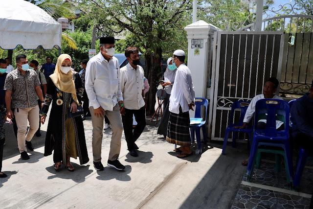 Nova Iriansyah Bersama Istri Melayat ke Kediaman Almarhum H Makmur Budiman