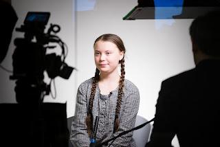 Greta Thunberg esquisse un sourire