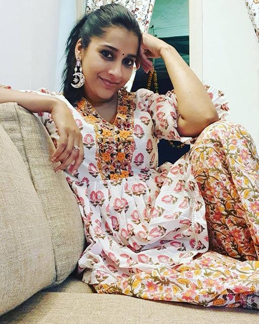 rashmi gautam hot pics, actress dp, whatsapp dp images, rashmi gautam wallpapers,